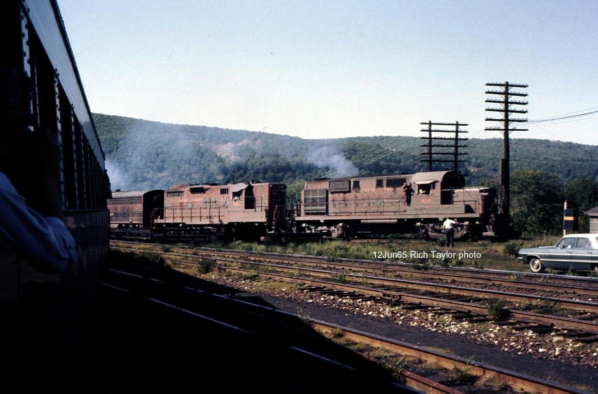 Lehigh Valley ALCO RS11 402 at Pittston, PA - ARHS Digital Archive