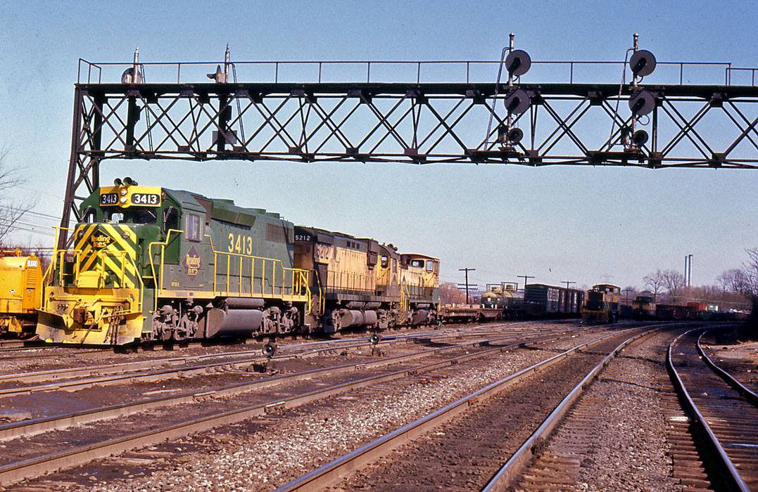 Reading EMD GP39-2 3413 at King of Prussia, PA - ARHS Digital Archive