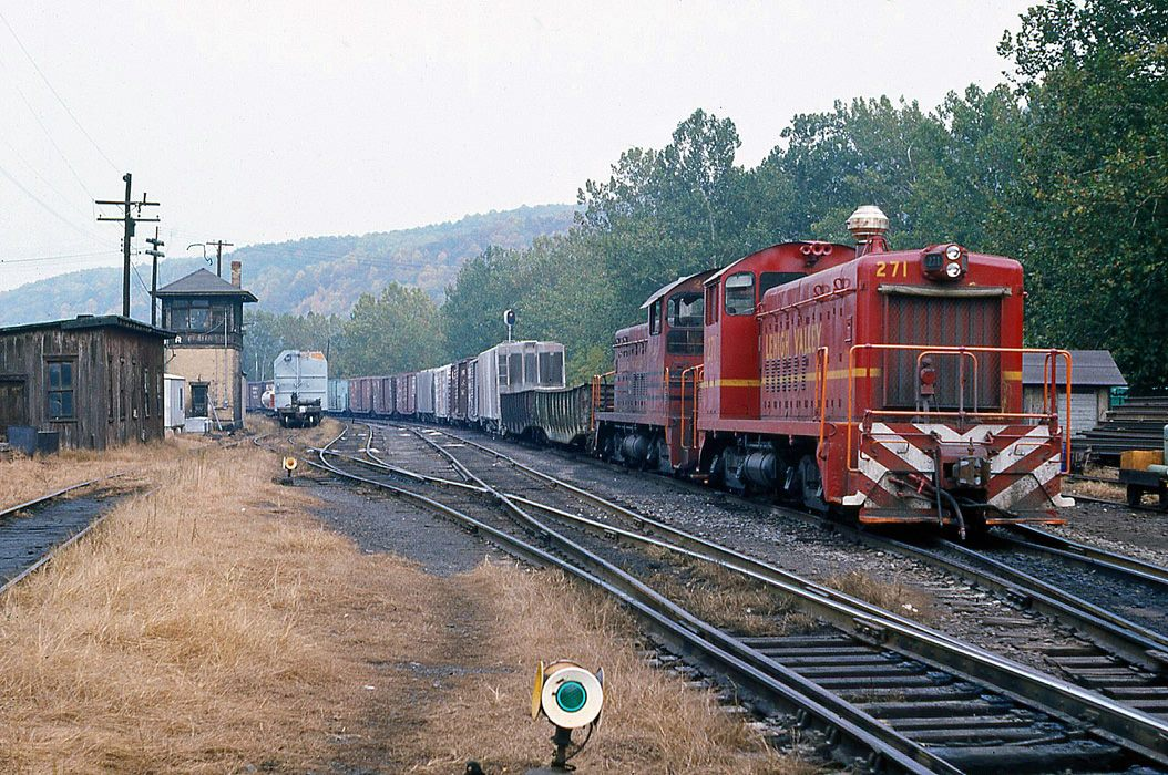 Lehigh Valley EMD SW8 271 at Allentown, PA - ARHS Digital Archive