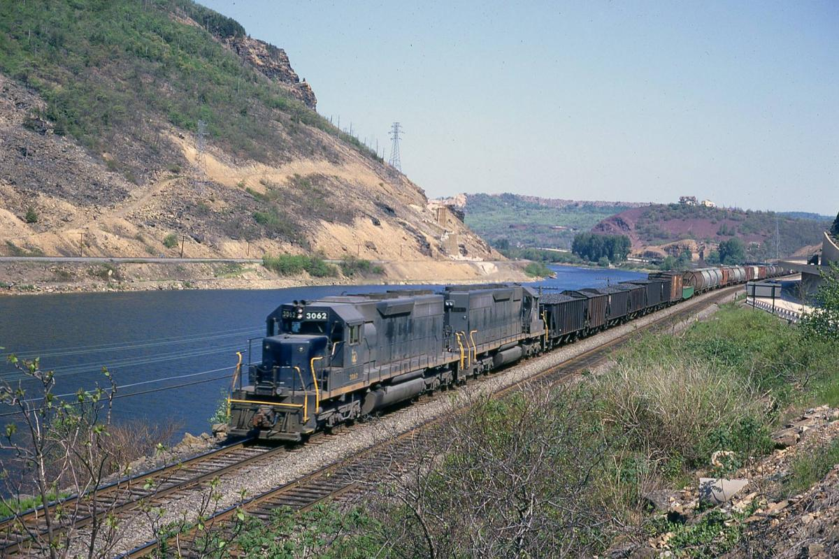 Central Railroad of New Jersey EMD SD40 3062 at Lehigh Gap, PA - ARHS Digital Archive