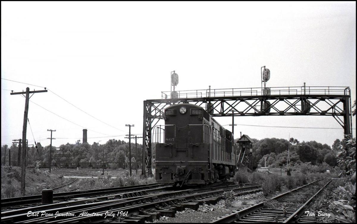 Reading FM H24-66 867 at Allentown, PA - ARHS Digital Archive