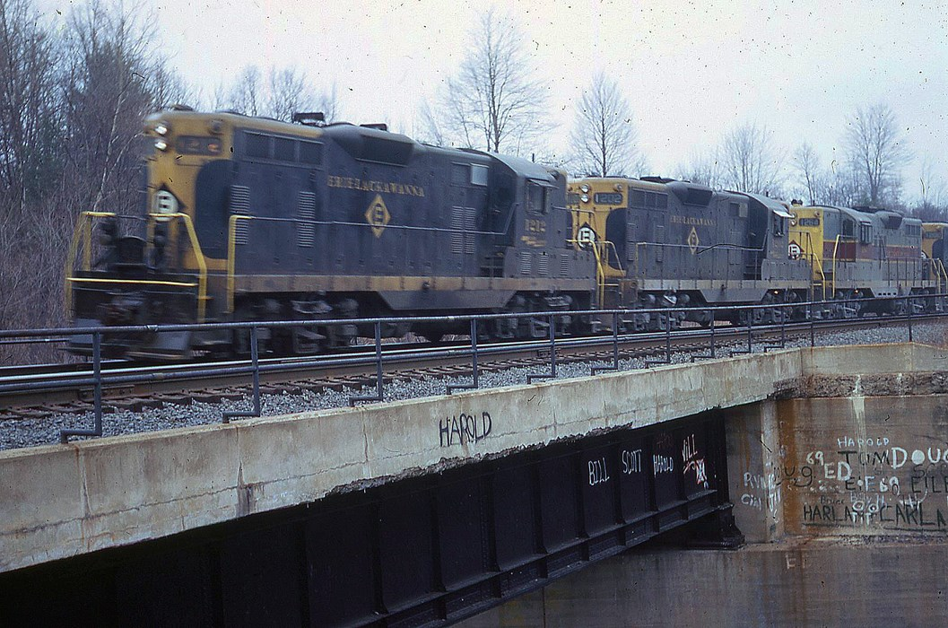 Erie Lackawanna EMD GP7 1212 at Analomink, PA - ARHS Digital Archive