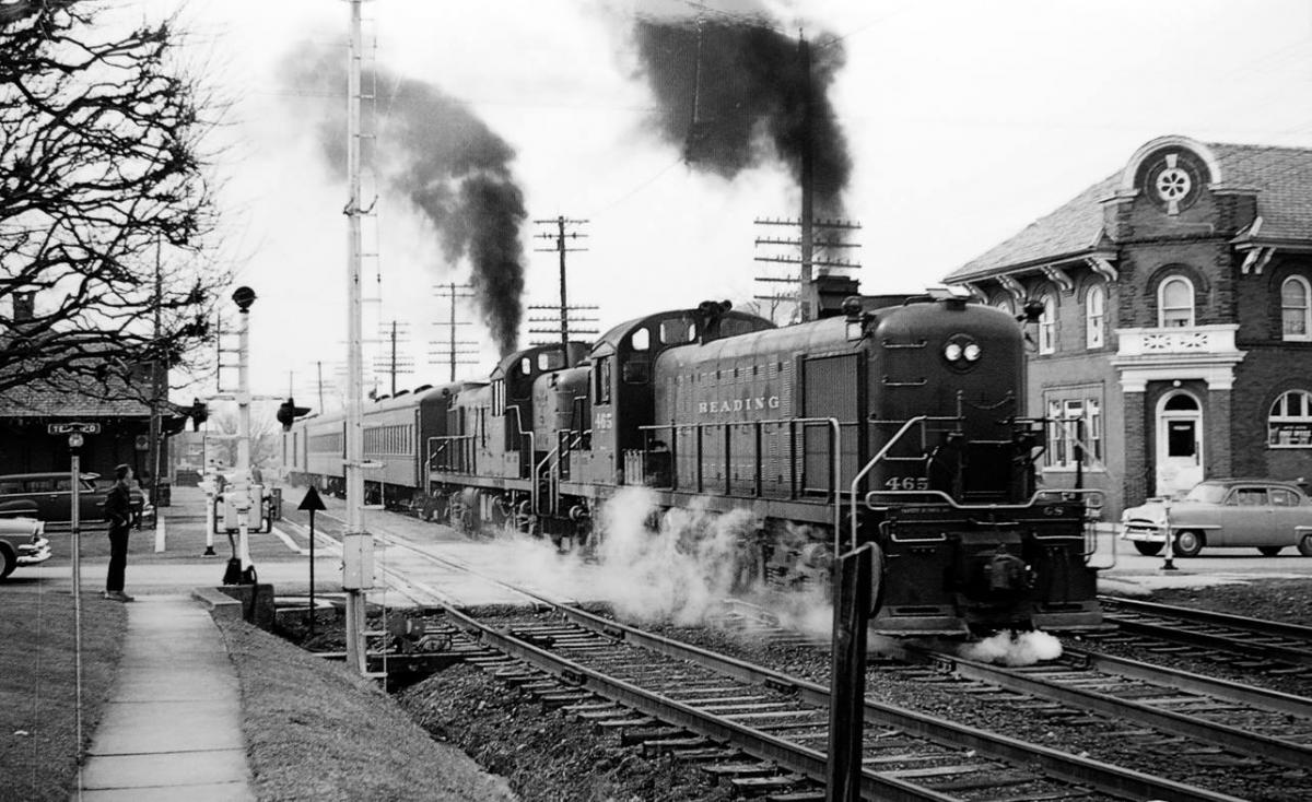 Reading ALCO RS3 465 at Telford, PA - ARHS Digital Archive