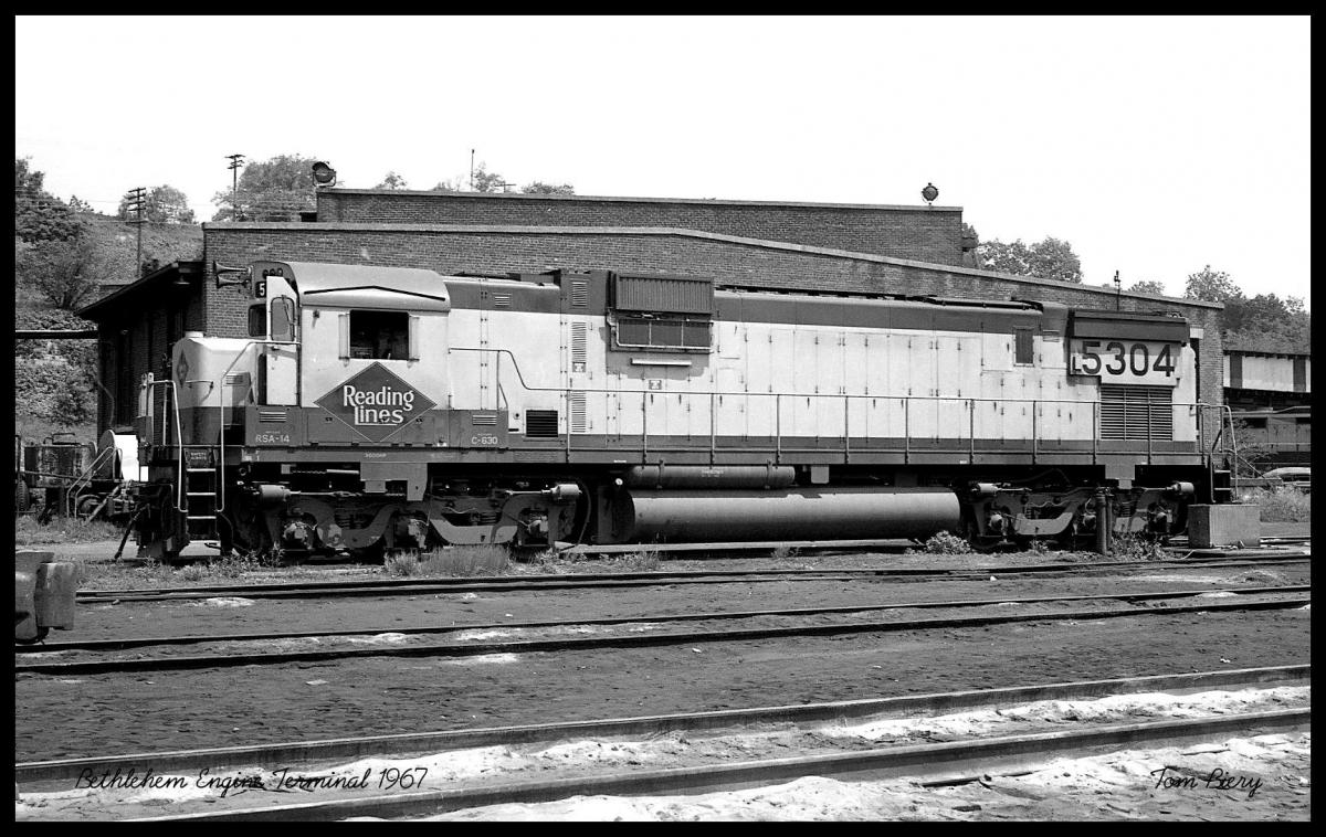 Reading ALCO C630 5304 at Bethlehem, PA - ARHS Digital Archive