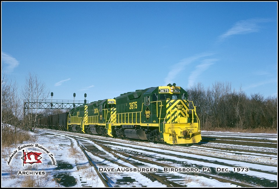 Reading EMD GP40-2 3675 at Birdsboro, PA - ARHS Digital Archive
